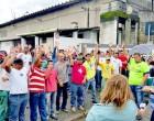 Trabalhadores da Cursan cruzam os braços e fazem greve em Cubatão, SP